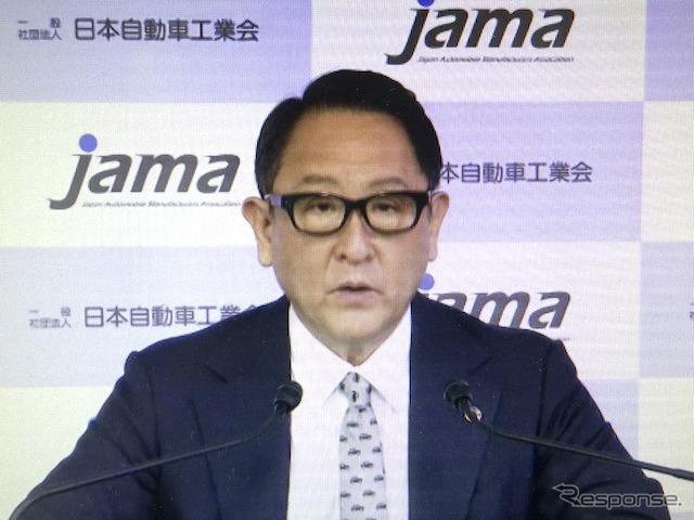 記者会見する豊田章男自工会会長(オンライン画像から)《写真撮影 池原照雄》