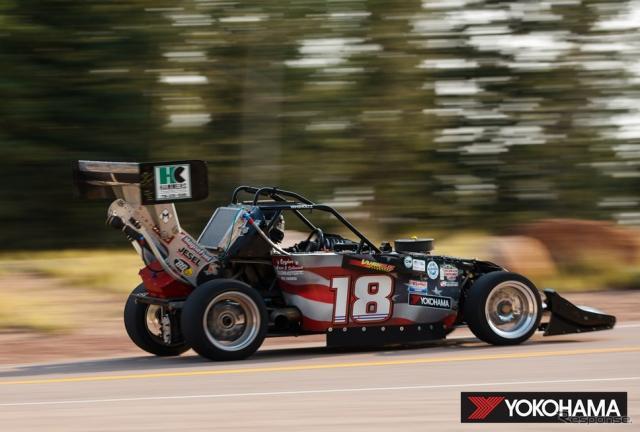 総合優勝したClint Vahsholtz選手の2013 Ford Open(2020年)《写真提供 横浜ゴム》