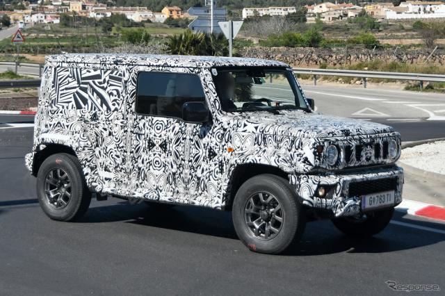 これが「5ドア版ジムニー」なのか!? ロングボディの開発車両(スクープ写真)《APOLLO NEWS SERVICE》