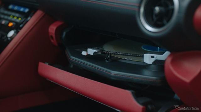 レクサス IS にレコードプレーヤー搭載! 荒れた路面でも音飛びしない…ワンオフ発表