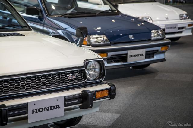 """ホンダ・コレクションホールで開催されている企画展""""CIVIC WORLD""""の展示車とともに、その偉業を振り返る《写真撮影 山内潤也》"""