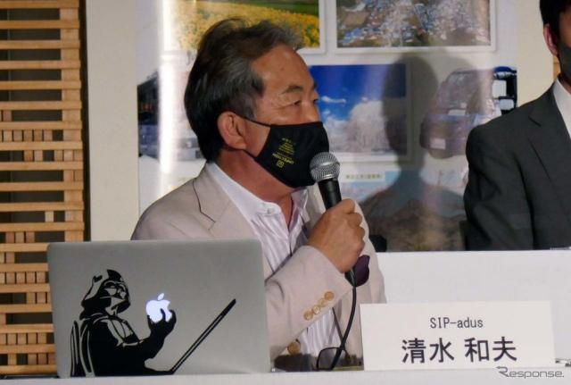 司会進行を務めたモータージャーナリストの清水和夫氏《写真撮影 会田肇》