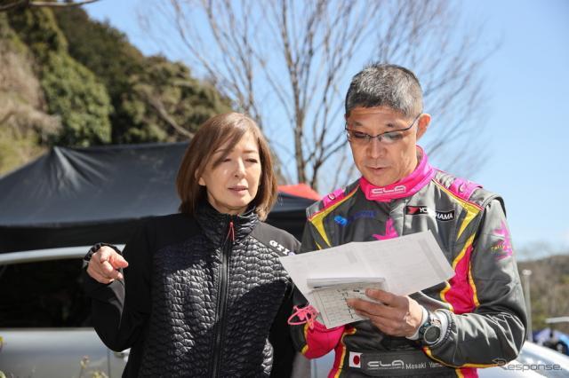宮村朋子さん(左)と 圭rallyprojectコ・ドライバー 山田政樹さん(右)