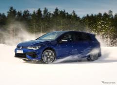 VW ゴルフR 新型と『R32』、雪上でドリフト対決[動画]
