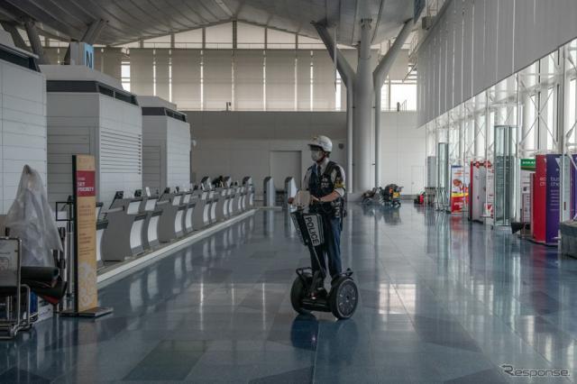 東京・羽田空港で警備に使用されているセグウェイ《hoto by Carl Court/Getty Images News/ゲッティイメージズ》