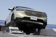 【ホンダ ヴェゼル 新型】電気と機械によるハイブリッド方式で高い走破性を実現した4WD