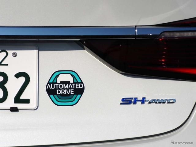 自動運転「レベル3」対応車に貼られるステッカー