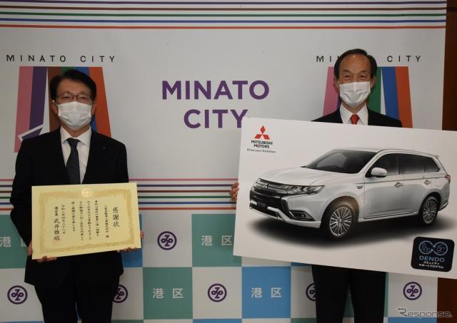 左から三菱自動車 加藤隆雄社長、武井雅昭 港区長(4月28日)《写真提供 三菱自動車工業》