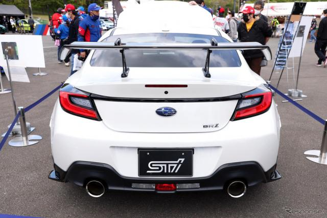 スバルBRZ STIパフォーマンスパーツ装着車《写真撮影 KITO》