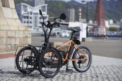 カワサキから電動3輪ビークル登場…初日完売、クラウドファンディングで先行販売