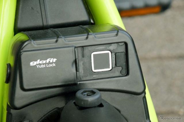 GFR-02はシェアリングも想定して指紋認証機能も備えた