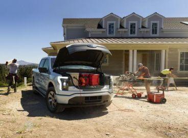 フォードの新型電動トラック F-150ライトニング に「プロ」…建設現場の電源として活用
