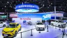 トヨタ・クラウン・ヴェルファイア(右端、上海モーターショー2021)《photo by Toyota》