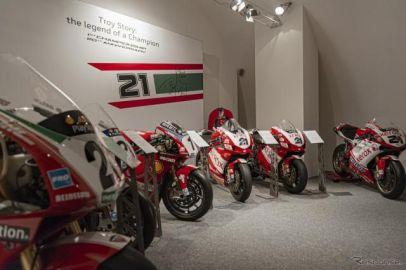 ドゥカティ、スーパーバイク世界選手権を3度制したベイリスの特別展…怪我からの回復を祈る
