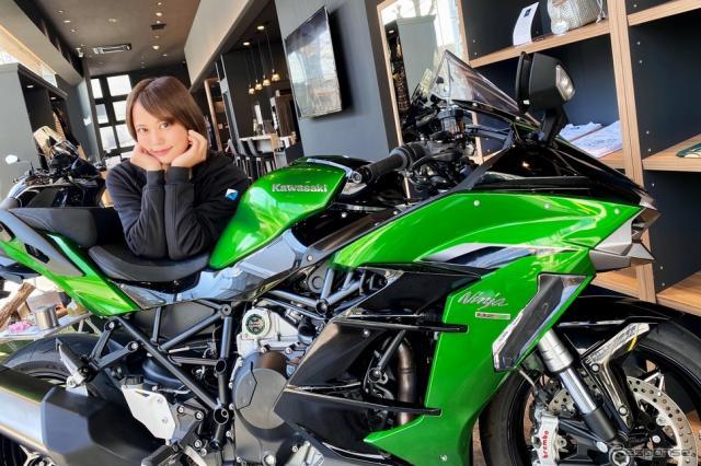 カワサキ Ninja H2 SX SE+と小鳥遊レイラさん《写真撮影 WITH ME》