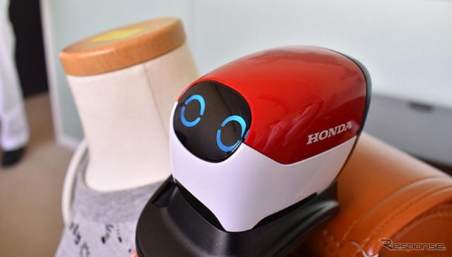 ホンダの交通安全アドバイスロボ「Ropot」《写真提供 ホンダ》