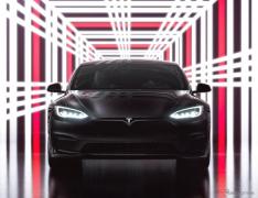テスラ モデルS に最強「プラッド」、マスクCEOがフル加速…米発売イベント