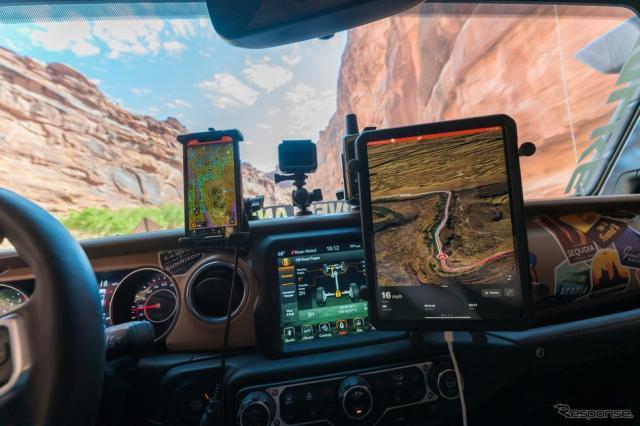 ジープ車とオフロードナビゲーションアプリの「onX Offroad」《photo by Jeep》