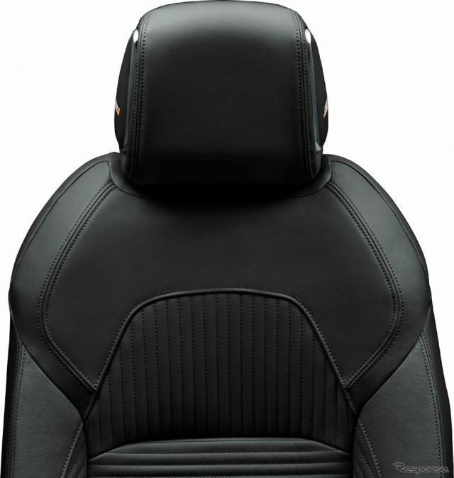 内装色:ブラック シート地:本革 ツイード調織物《写真提供 日産自動車》