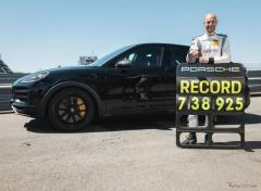 ポルシェ カイエン の新高性能モデル、ニュルでSUV最速に…間もなく正式デビューへ