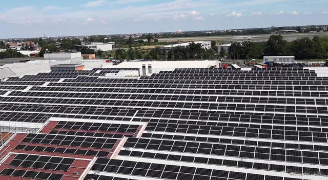太陽光パネルを設置したイタリア工場《写真提供 豊田自動織機》