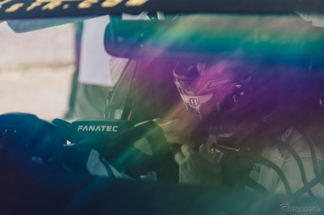 ベントレーとFanatecが共同開発したステアリングホイール《photo by Bentley》