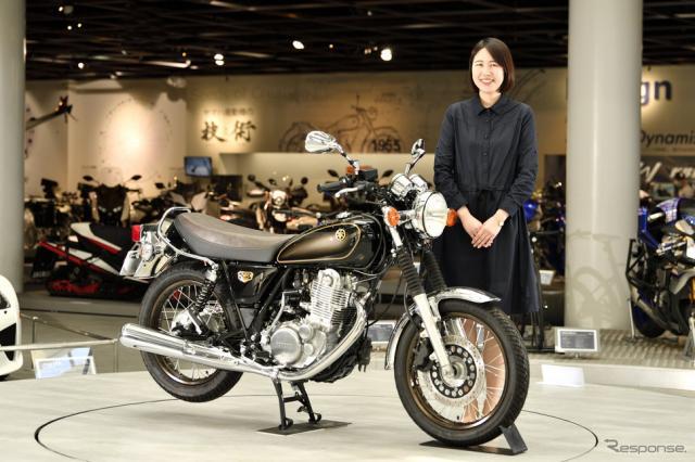 ヤマハ SR400 ファイナルエディションの製品デザインを手がけたヤマハ発動機の尾宮真有さん《写真撮影 雪岡直樹》