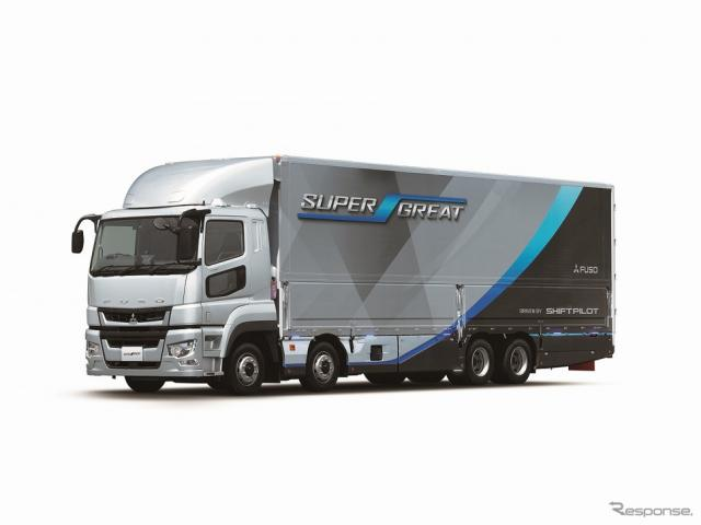 三菱ふそう大型トラック《写真提供 トヨタ自動車》