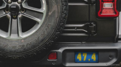 ジープの新型車、キーワードは「違いは大きい」…ティザー