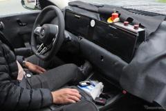 BMW 7シリーズ 次期型、タッチセンサー付きハンドル&湾曲デュアルディスプレイをスクープ