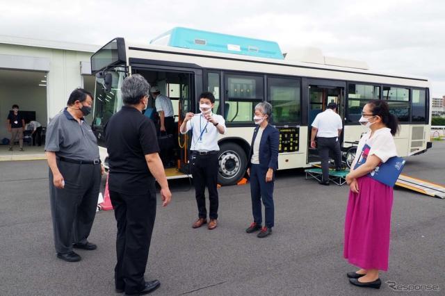 茨城県つくば市の日本自動車研究所において実施された交通制約者や専門家による評価会《写真撮影 会田肇》
