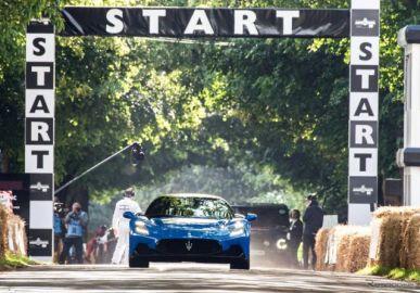 マセラティの新型スーパーカー『MC20』、630馬力を解き放つ…グッドウッド2021