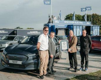 フォード マスタング EV、ギネス新記録…英国縦断で電力消費が最も少ない電動車に