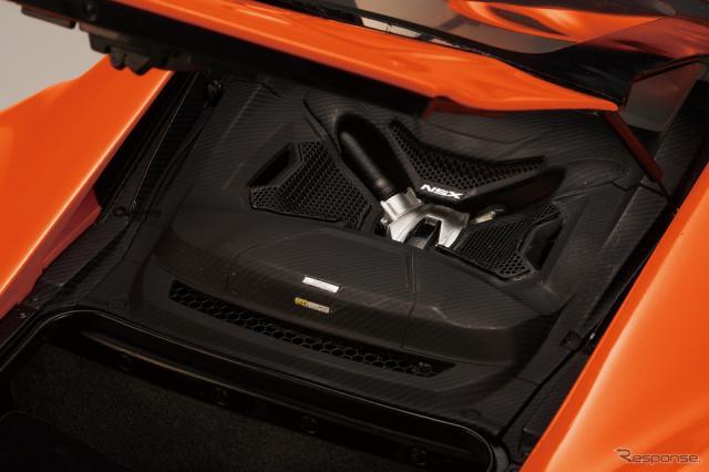 リアのハッチの内側に鎮座する3.5リットルV6エンジン《写真提供 デアゴスティーニ・ジャパン》