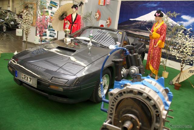 エッセン・テヒノクラシカ2010でロータリー・ドライブRX7クラブ・ヨーロッパが展示した2代目RX-7