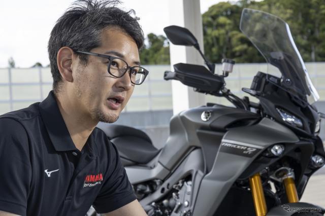 新型『トレーサー9 GT』のプロジェクトリーダー、ヤマハ発動機の北村悠主査《写真撮影 郡大二郎》