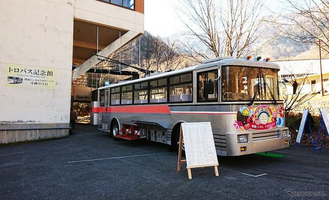 トロバス記念館に保存されている関電トンネルトロリーバス300形301号車《写真提供 大町市》