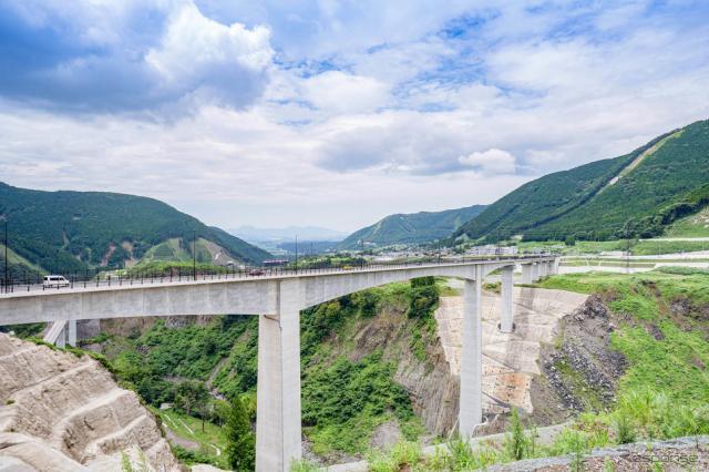 新阿蘇大橋《写真提供 阿蘇広域観光連盟》