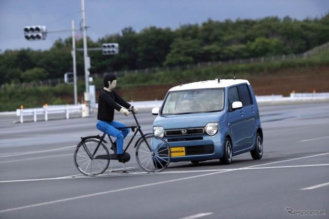横断自転車の衝突被害軽減ブレーキ(参考画像)《写真提供 ホンダ》