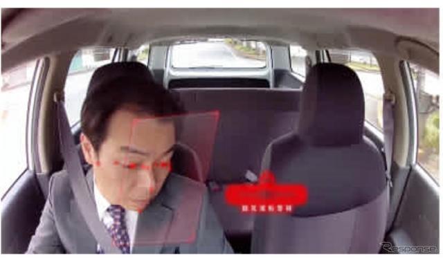 リアルタイム検知で脇見運転を警報(イメージ)《画像提供 モビリティテクノロジーズ》