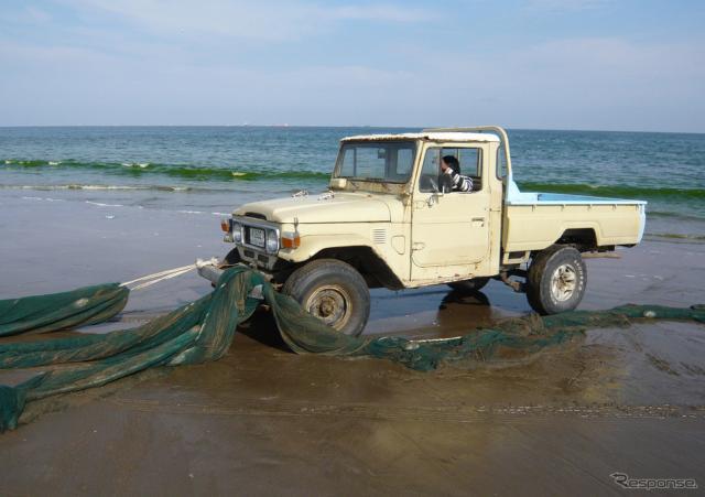 今もUAEの漁村で活躍するトヨタ ランドクルーザー 40系《写真提供 トヨタ自動車》