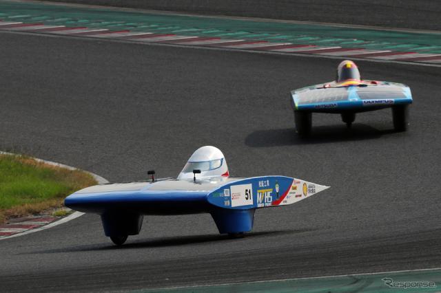 4時間レースで総合優勝したMTHS松工ソーラーカーチーム《写真撮影 竹内英士》