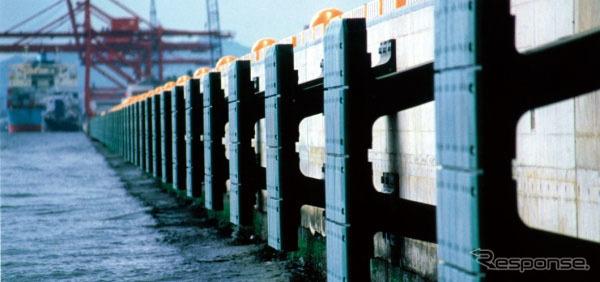 ゴム防舷材(参考画像)《写真提供 住友ゴム工業》