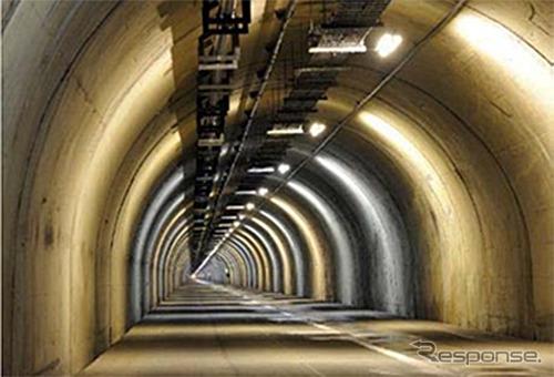 関越トンネル 避難坑《写真提供 東日本高速道路》