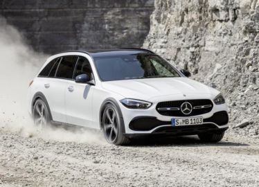 メルセデスベンツ Cクラス 新型に「オールテレーン」、クロスオーバー車が派生…欧州発表