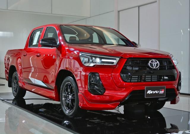 トヨタ・ハイラックス・レボ 改良新型の「GRスポーツ2WDローフロア」《photo by Toyota》
