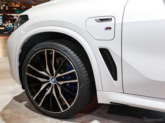 「FSC」(森林管理協議会)の認定を取得したピレリ「Pゼロ」。BMW X5 のPHVに純正装着(IAAモビリティ2021)《photo by Pirelli》