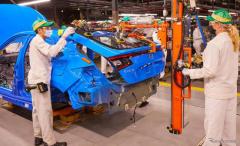 ホンダ シビック新型の生産開始、米国で初めてハッチバックを組み立て