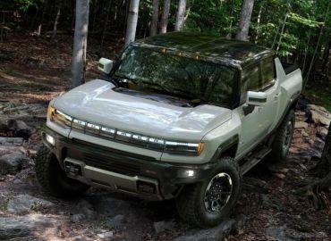 GMがテスラ追撃、2025年までに米EV市場でトップシェア目指す