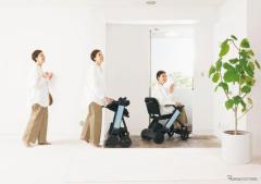 折りたためる電動車椅子「WHILL モデルF」発売、短期レンタルも開始